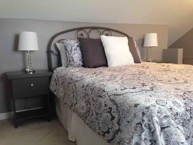 Master bedroom with en suite bath room