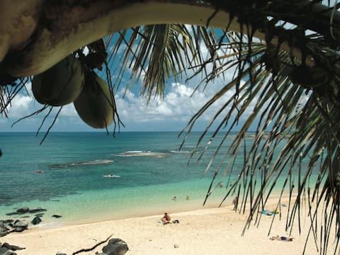 Beach Cottage w/AC, at 3 Tables, near Waimea Bay