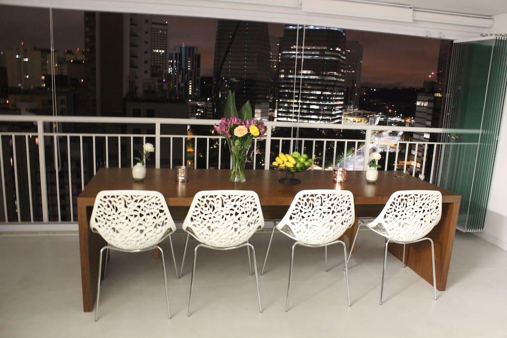 Table with great view / Sala de jantar com vista espetacular
