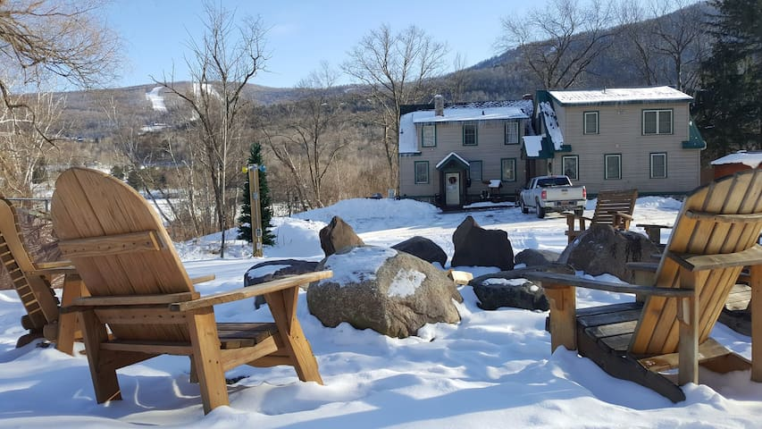 HUGE SNOW STORM the ski slope is open Fire Pit overlooks the ski slope ALL fire wood is provided.