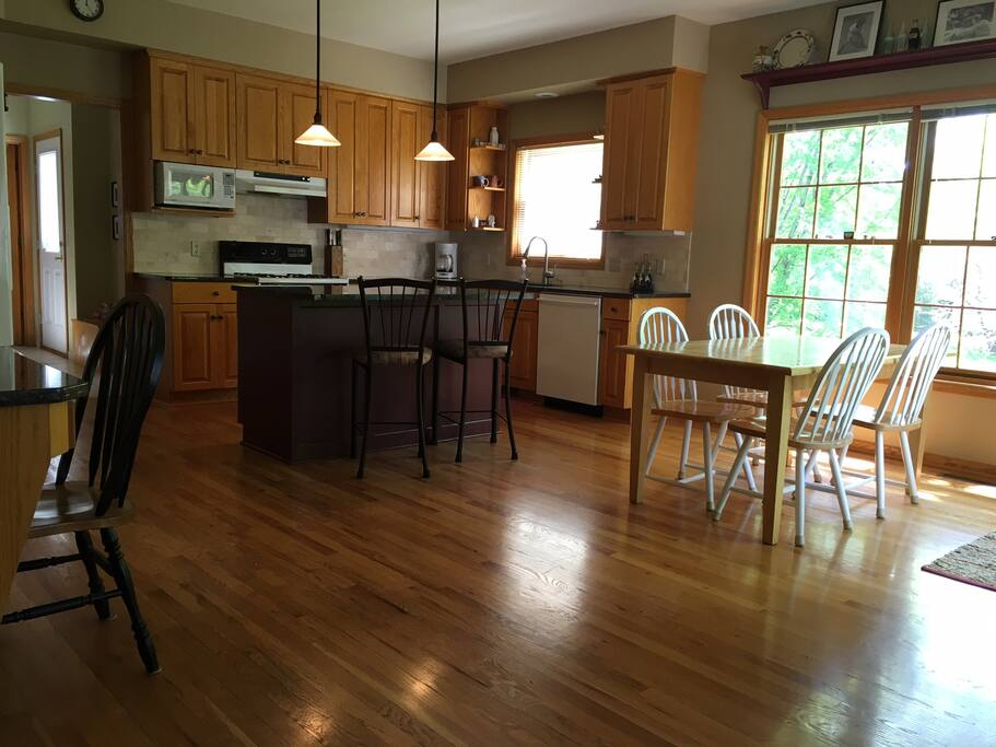 Large kitchen! Sliding door to deck.