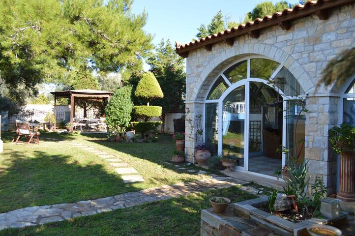 Villa Elli, South Coast Holiday & Retreat