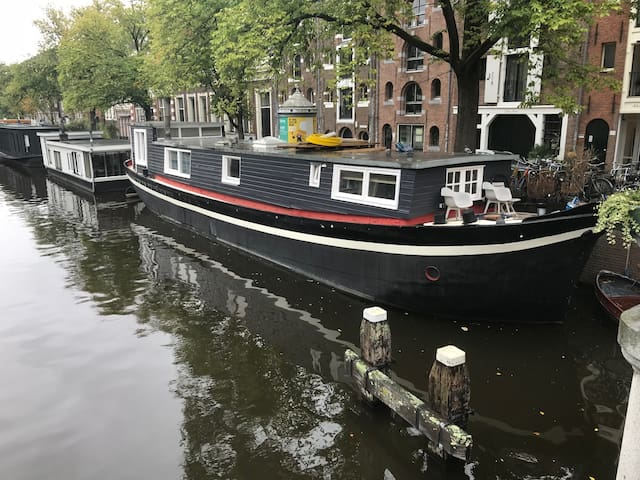 Historical Romantic Houseboat for Couple