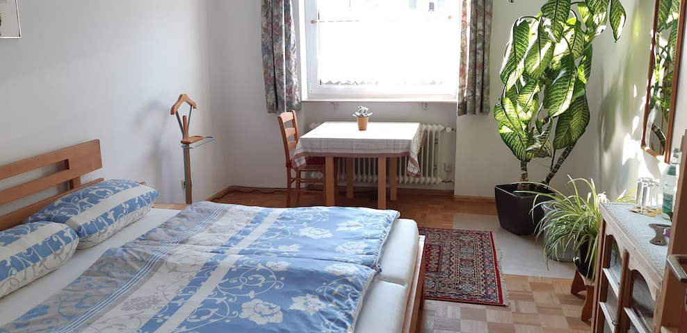 Room (for 2 guests) near old town/railway station