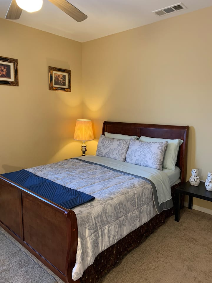 Clean & Cozy Private Rm 1-Shared Bath-W Lancaster