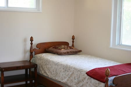 Private cosy room in a beautiful home near GMU - Fairfax - Hus