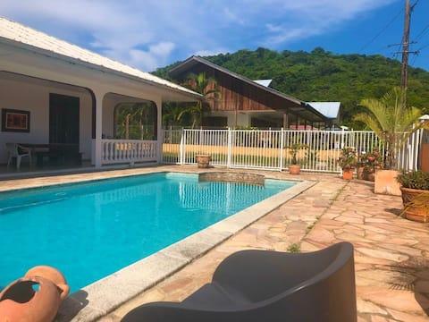 Chambre/studio indépendant avec piscine  au calme