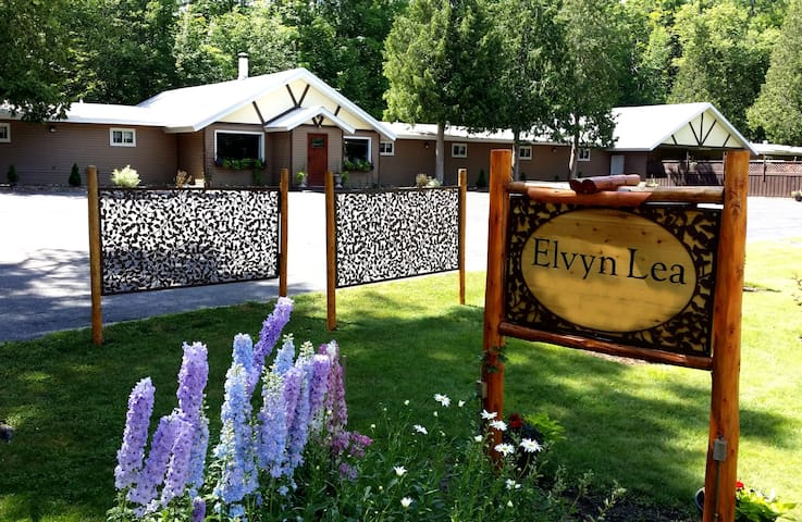 #18 Queen & Double Bunks Elvyn Lea Ldge Walloon Lk - Boyne City - Bed & Breakfast