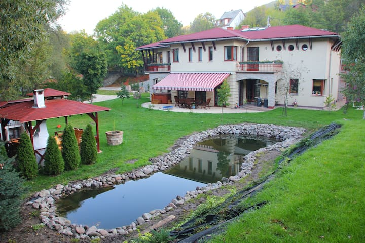 Luxury villa in national park - Pilisszentlászló - House
