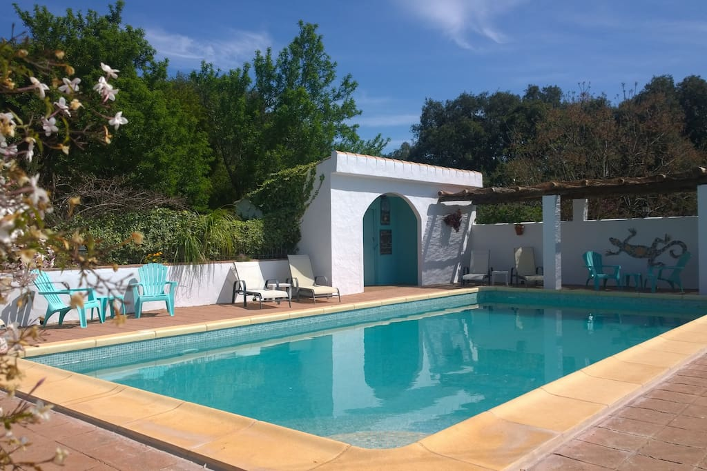 Casitas swimming pool with poolhouse (bathroom/changing room)