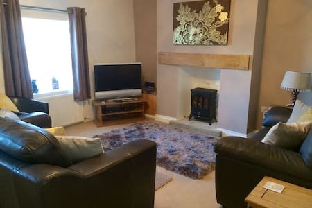 Cosy Cottage in Kidwelly with castle views - Kidwelly - Ház
