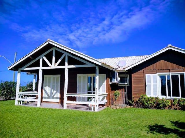 Itapeva: Bela casa à beira mar