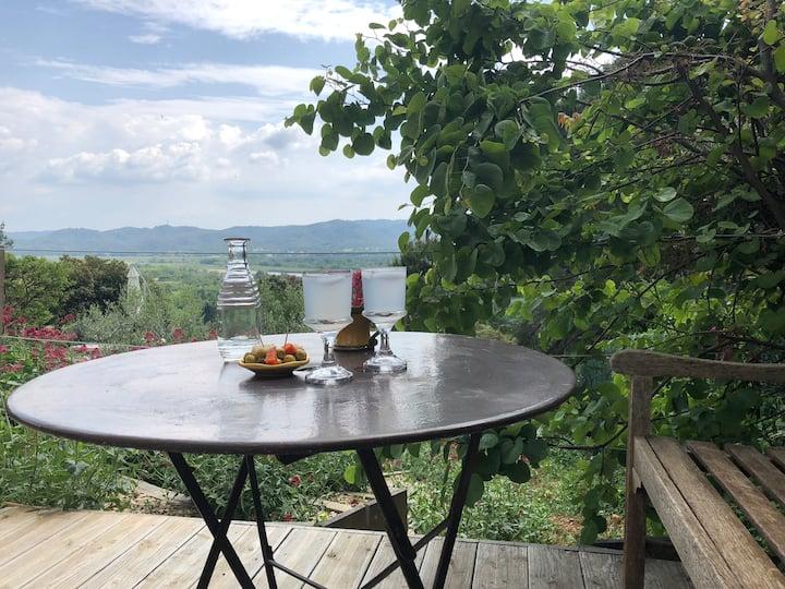 Luberon : coquet studio avec terrasse privée