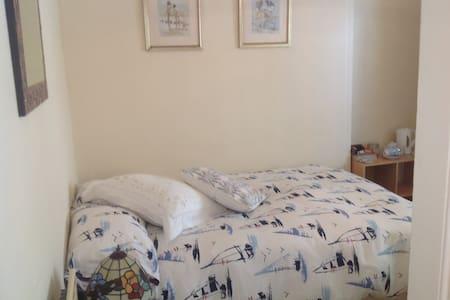 Small Garden room in Looe Cornwall - Looe