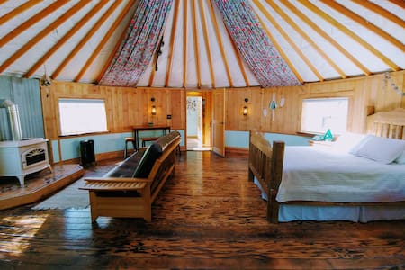 THE HIPPIE SHACK YURT&Tiny house @ PACHAMAMA FARM