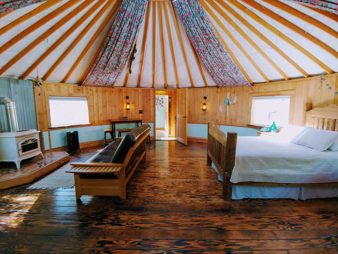 24' cedar lined Yurt with attached tiny house Indoor bathroom & Kitchen