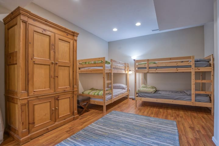 Bunk room with four twin sized beds!
