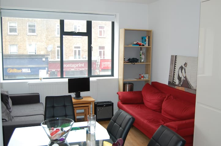 Spacious Double In Camden Town - London - Lejlighed
