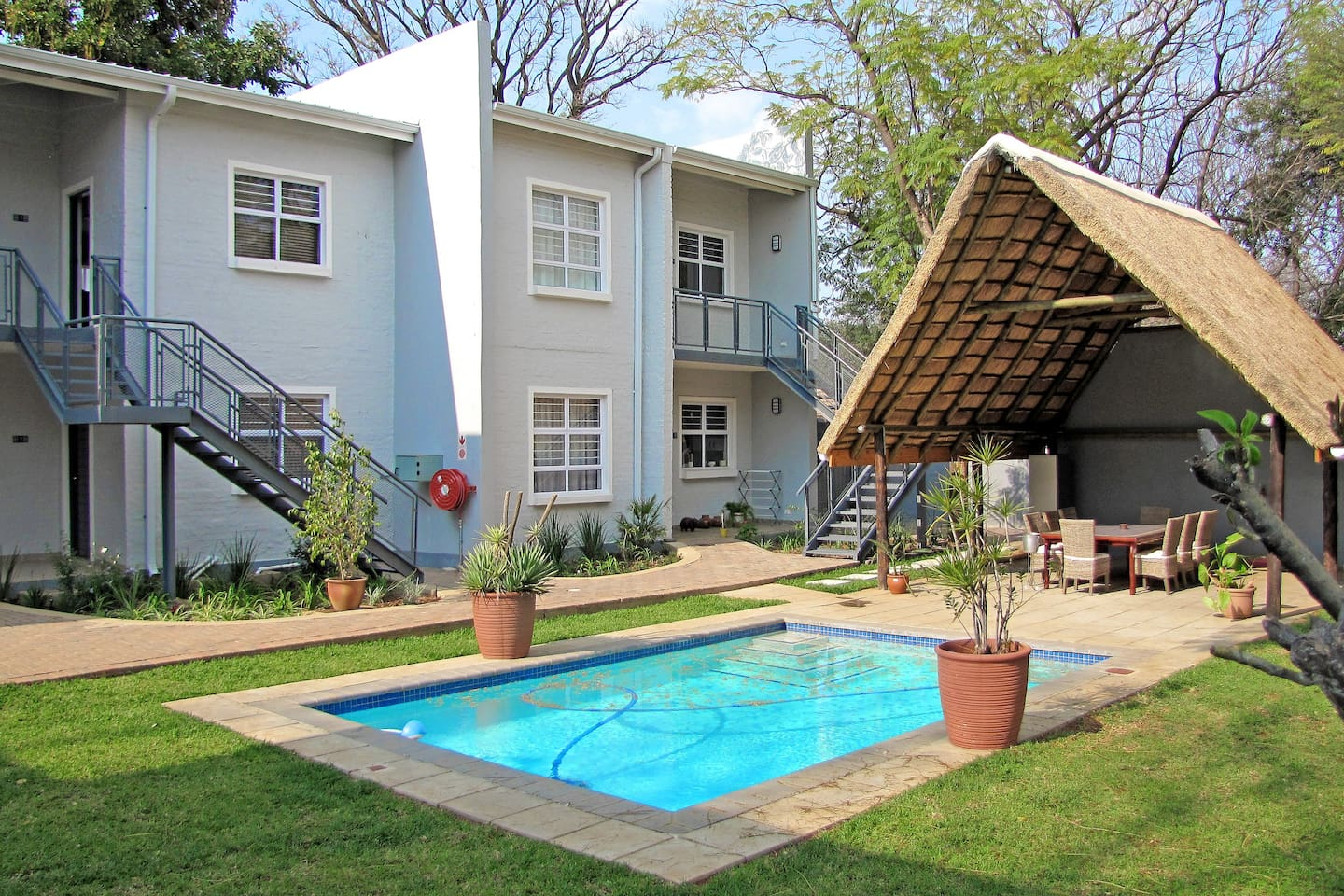 """Apartments @ 125 - units, lapa & pool """"your home away from home"""" The property by virtue of age has beautiful gardens, stunning trees and really offers a very quiet and peaceful environment."""