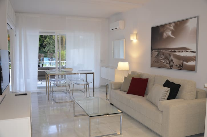 MARBELLA CENTER WHITE APARTMENT