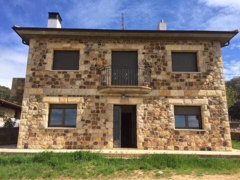 casa de aldeia de beleza no campo