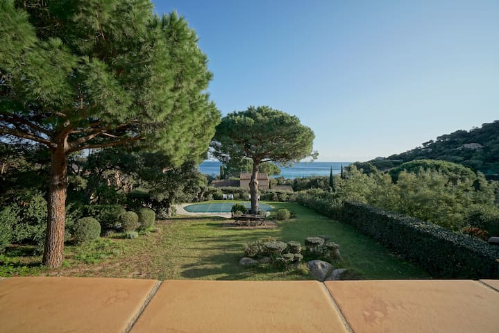 Les Cicerelles | Provençal Villa with See View | Garden & Swimming Pool