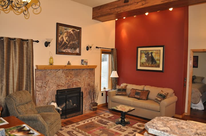 Modern suite in the Mat-Su Valley (LB)