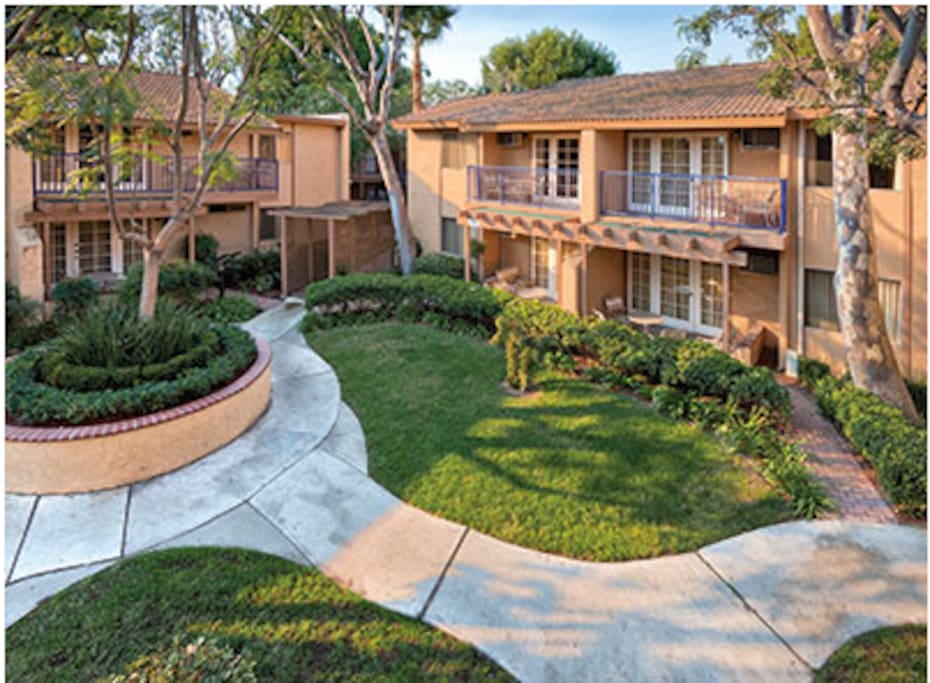 Dolphins cove resort anaheim ca 2 br condo for King s fish house anaheim