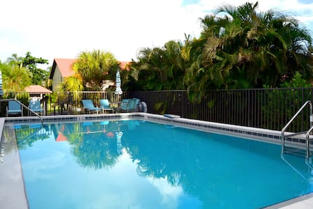 Cozy Apt 2B 2BR 1st floor Heat Pool 6min to beach