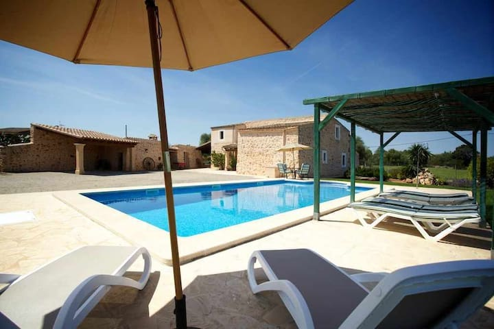Beautiful country house with pool on the outskirts of Felanitx for 8 people