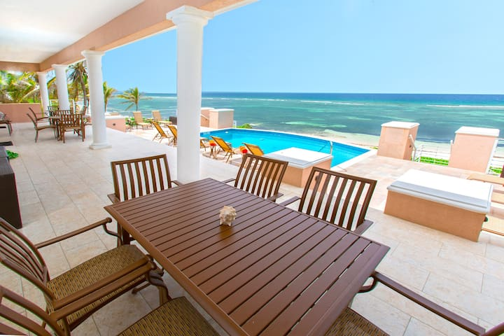 Coral Kai: Rum Point Villa on Sandy Shores with Fabulous Backyard Snorkeling