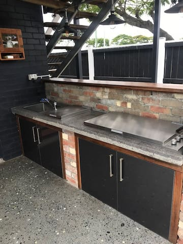 the other side of the little bar which includes outside hot/cold water