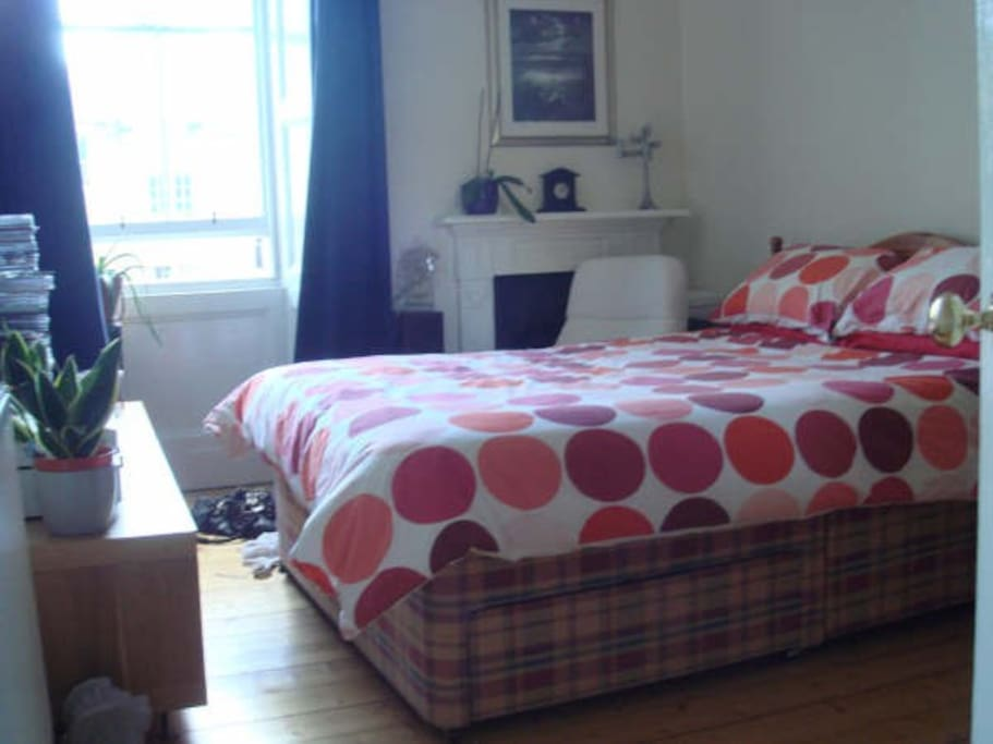 Comfortable double bed in cozy room facing the backgarden