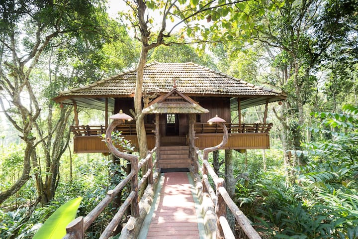 Heritage Treehouse in a 15 acre Plantation - Kumily - Puumaja