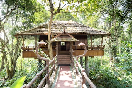 Heritage Treehouse in a 15 acre Plantation - Kumily