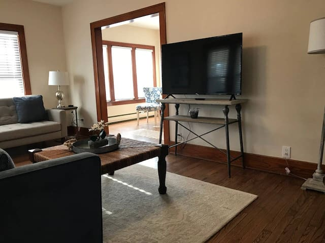 Clean 4 Bed 2 Bath, Bring the whole family!