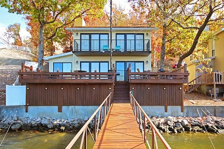 Lakefront Home Sleeps Up to 10 - Lake Ozark