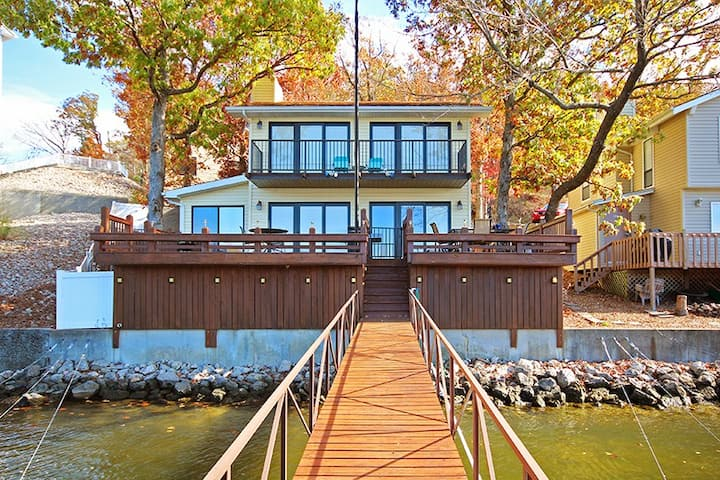 Lakefront Home Sleeps Up to 10 Guests.