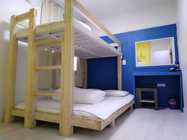 Slow Citi . Simple & tidy home~~^^Triple bedroom