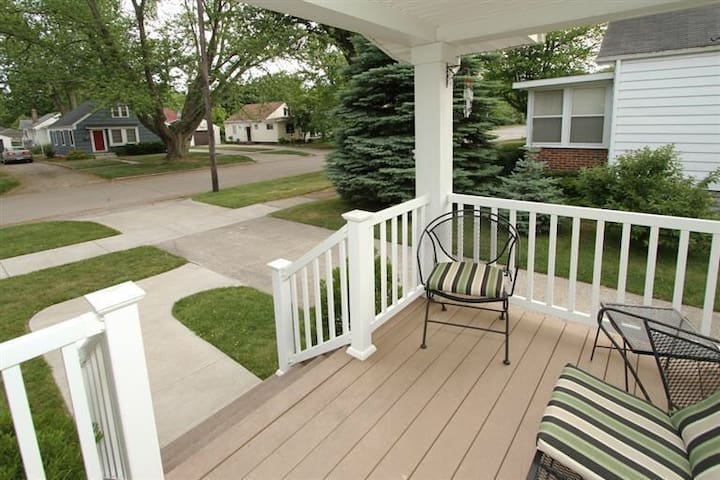 CharmingBungalow 4BD-Walk to beach! - South Haven - House