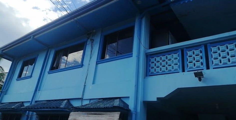 Jhoy's blue house