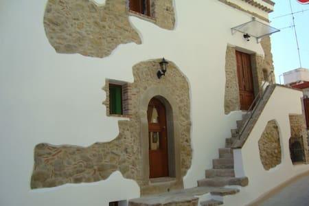 Casa MareMonte mit Meerblick, 110 qm - Rodì