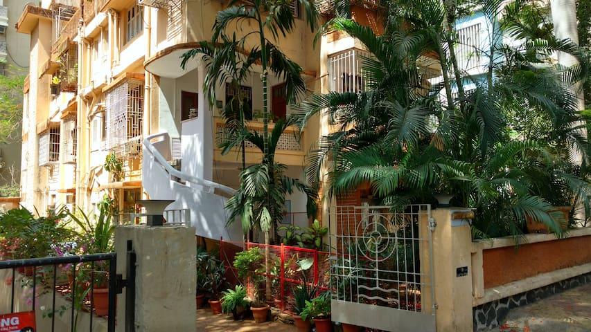 Heritage Bungalow in Bandra, Mumbai - Mumbai - Apartment
