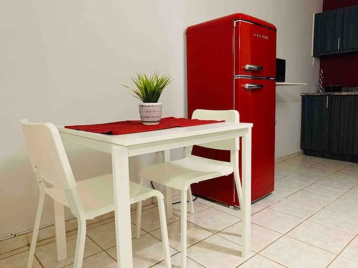 RED STUDIO #1 Near to Airport, Beaches and WIFI