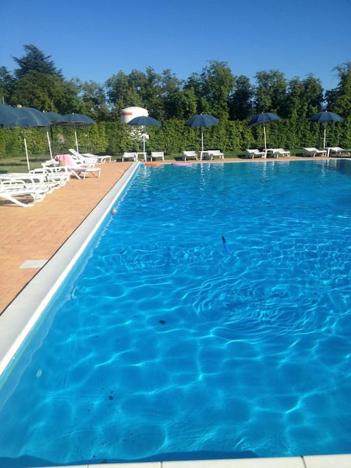 Summer swimming pool, accessible from June to September