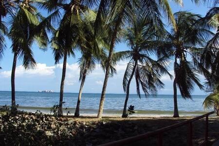 Apto sobre la costa, Playa El Ángel, Carimar Club