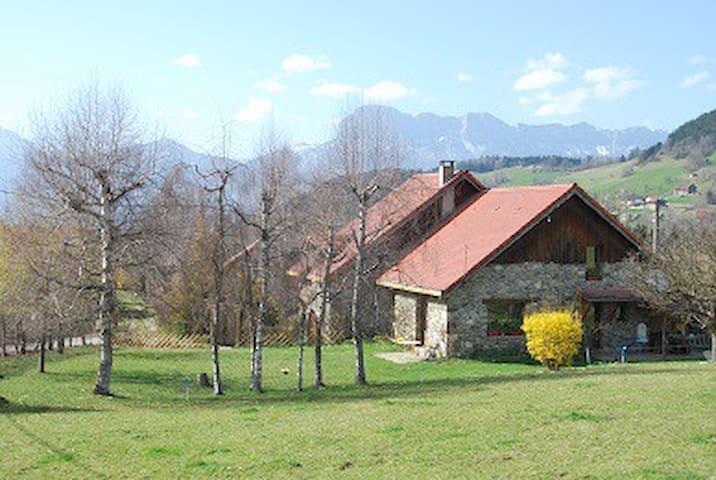 Vue sur les massifs de Belledonne et Chartreuse