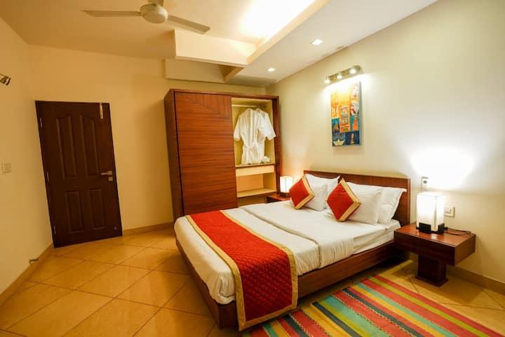 4BR charming luxurious  Pool Villa  nr Baga , Goa