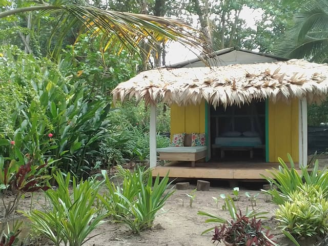 On The Beach! 🌴 Romantic Hideaway, Writer's Haven