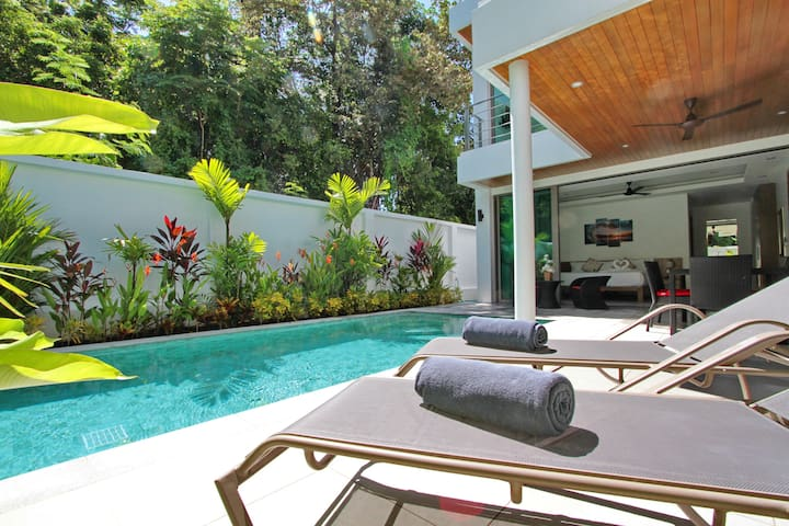 Ya Nui Beach Villas Located 450m from the Beach